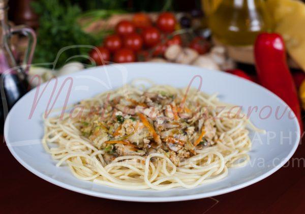 специалитет на заведението - спагети Корузо от пицария Карузо