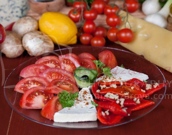салата домати с печен пипер